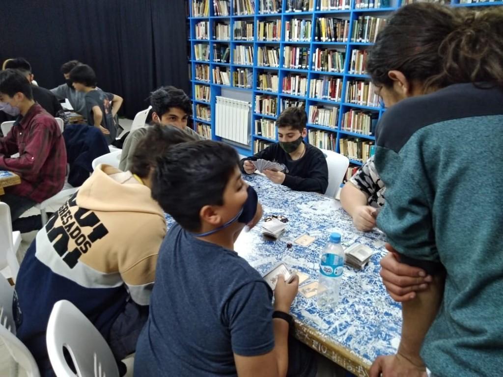 """VLA - """"Noche de juegos"""" en la Biblioteca Popular Osvaldo Bayer"""